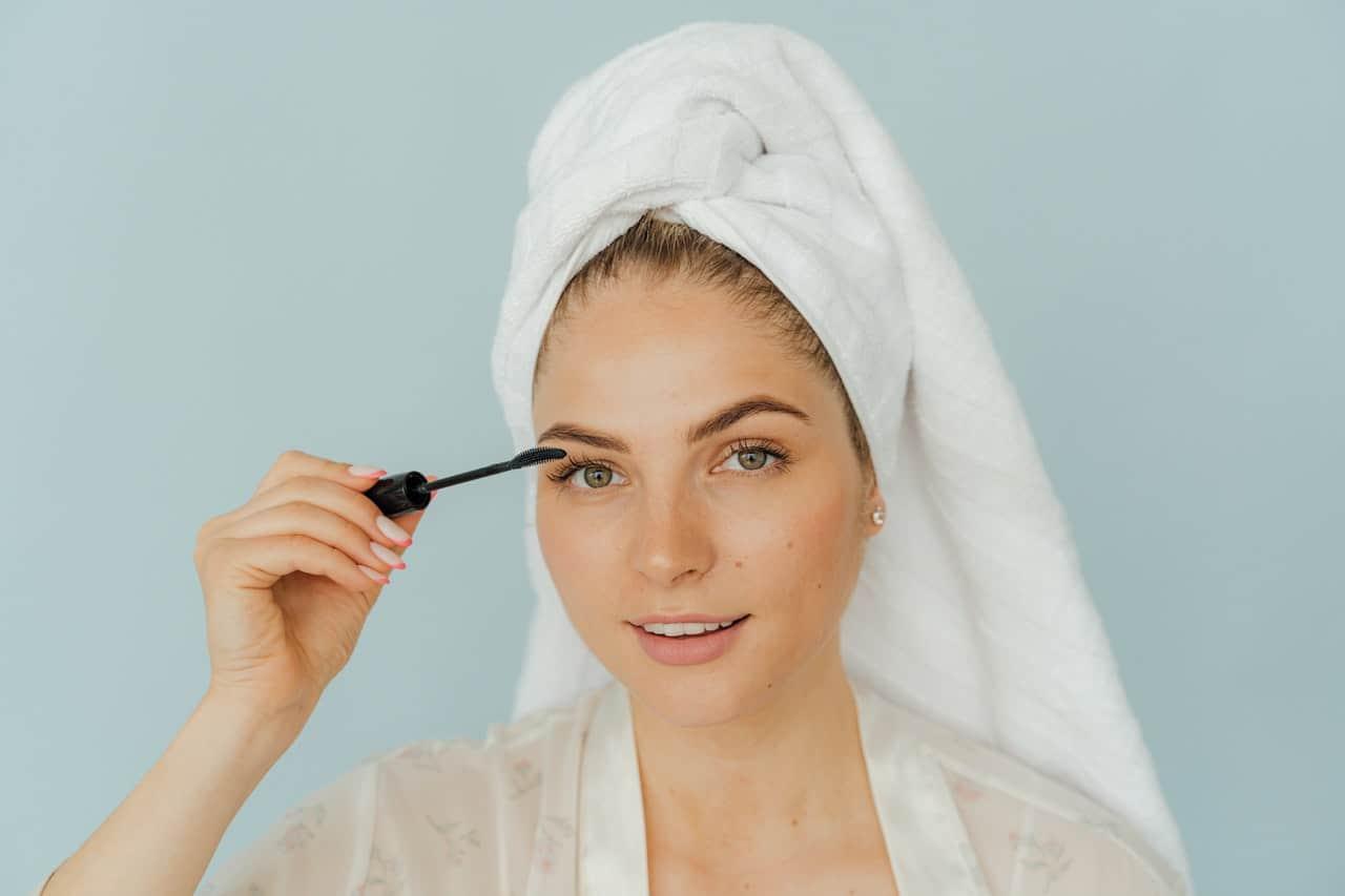 Jak zrobić naturalny makijaż oczu